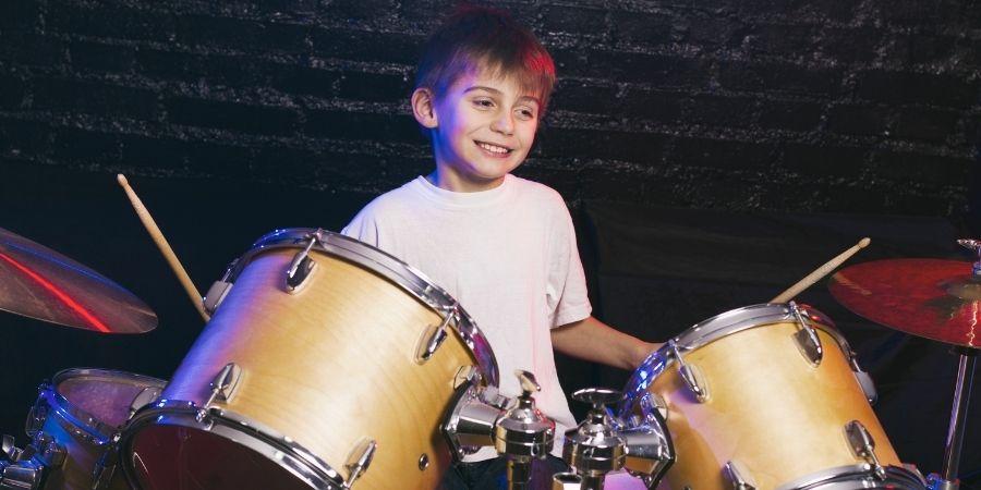la batería acústica y la batería digital ayudan al desarrollo de los niños