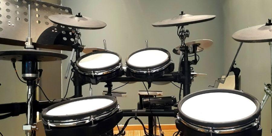 Estudio con instrumentos de percusión electrónico