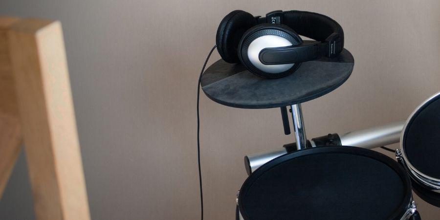 Ponte tus auriculares y toca sin molestar a los vecinos con los dispositivos de percusión digitales