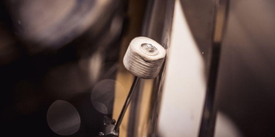 Los pedales de bombos de las baterías acústicas se pueden adaptar a la baterías eléctricas