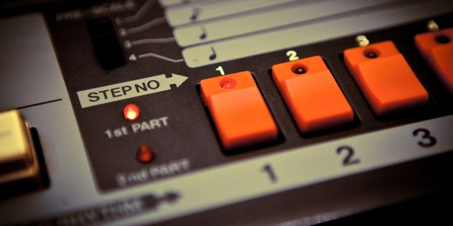 Proyección de sonidos de alta calidad por medio del modulo de sonido de percusión en la batería digital